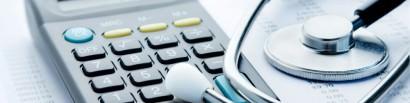 medische documenten en rekenmachine